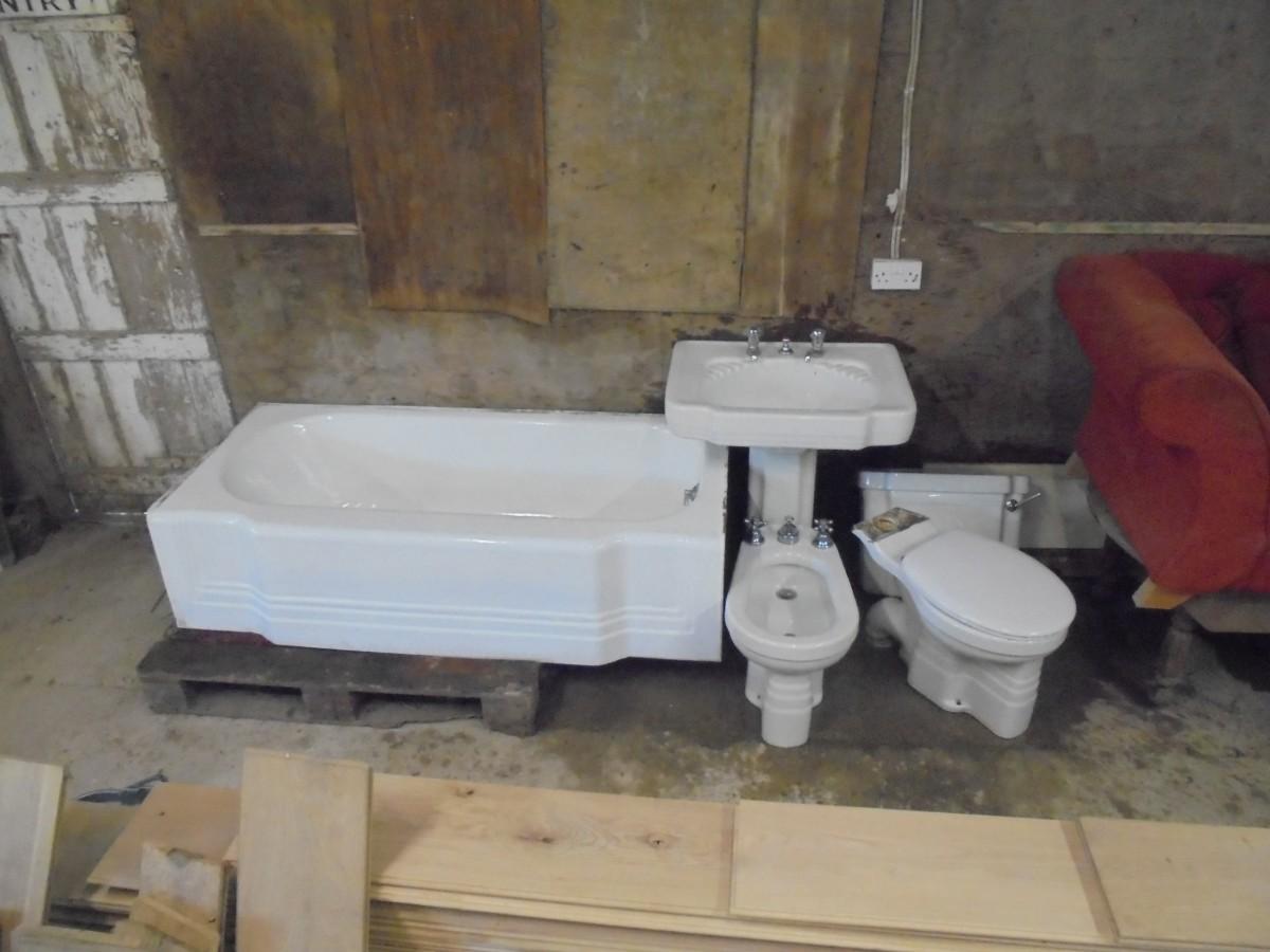 Art deco style bathroom suite authentic reclamation - Toilet ontwerp deco ...