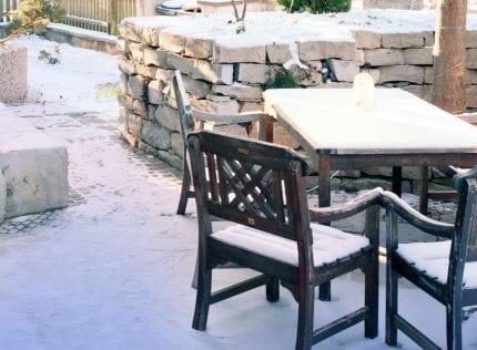 snowy-frontyard-1336151