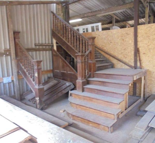 oak stair case