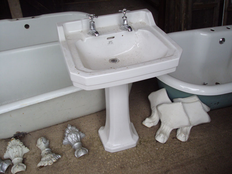 Victorian Pedestal Sinks - Authentic Reclamation