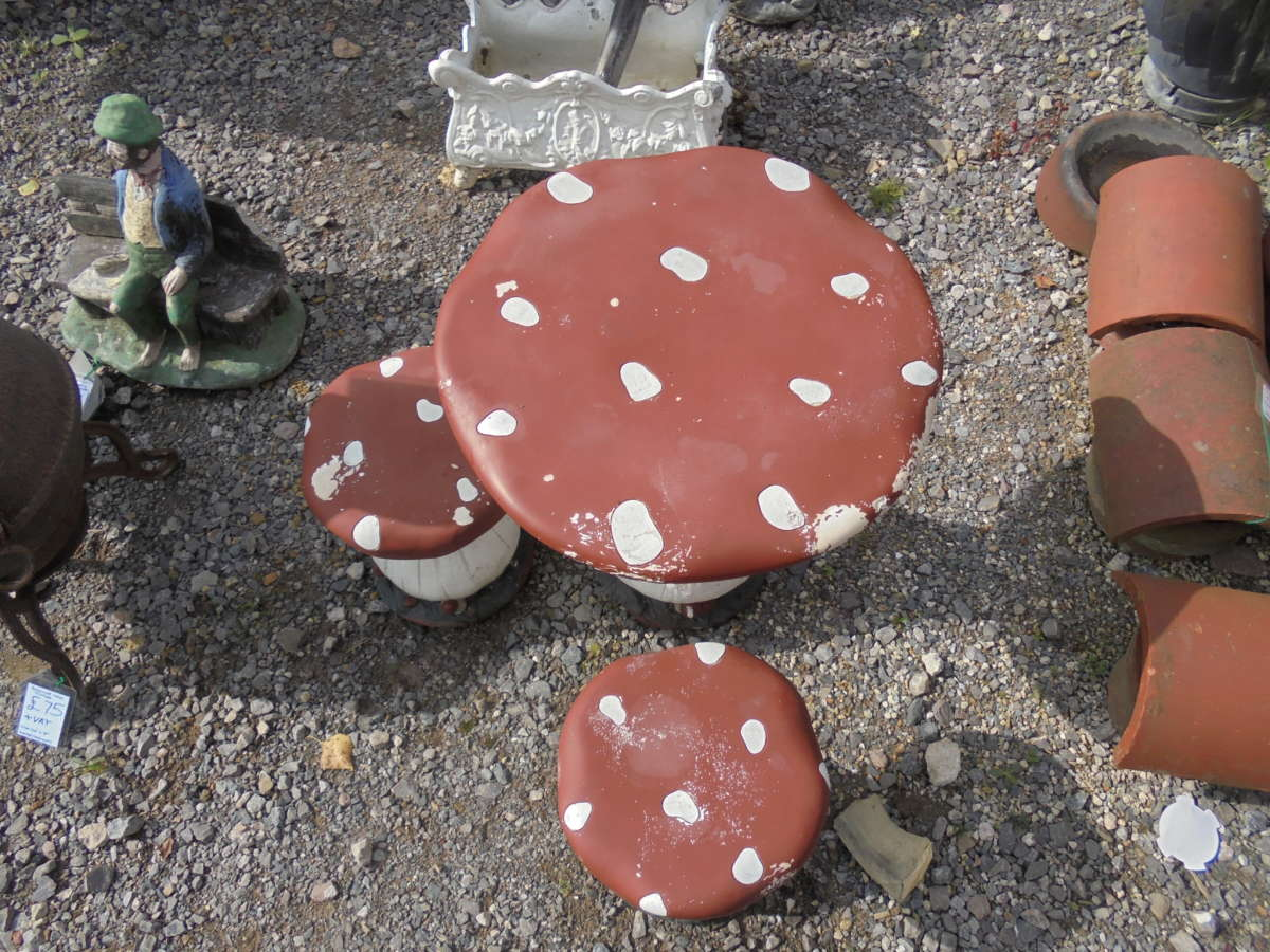 Reclaimed Plastic Mushroom Table Stools Set