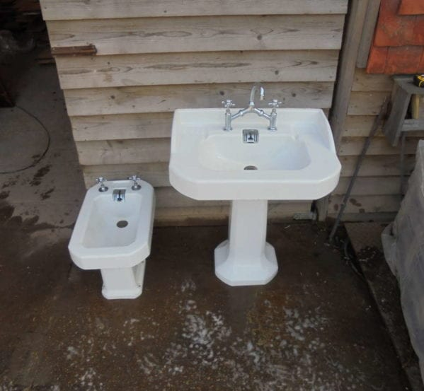 RECLAIMED PORCHER SINK AND BIDET SET