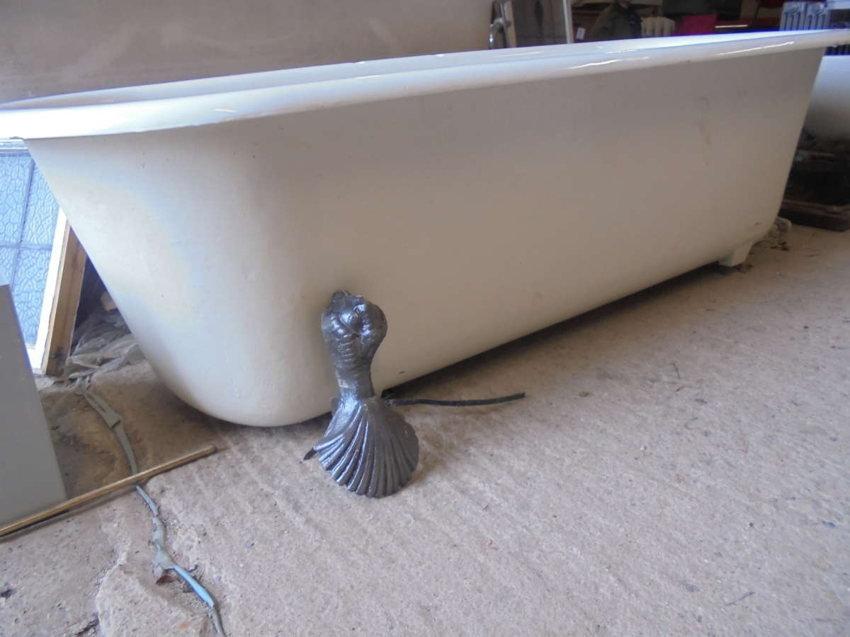 Single Ended Roll Top Bath with Decorative Feet