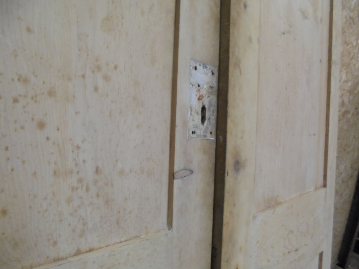 Stripped Overlapping Cupboard Doors