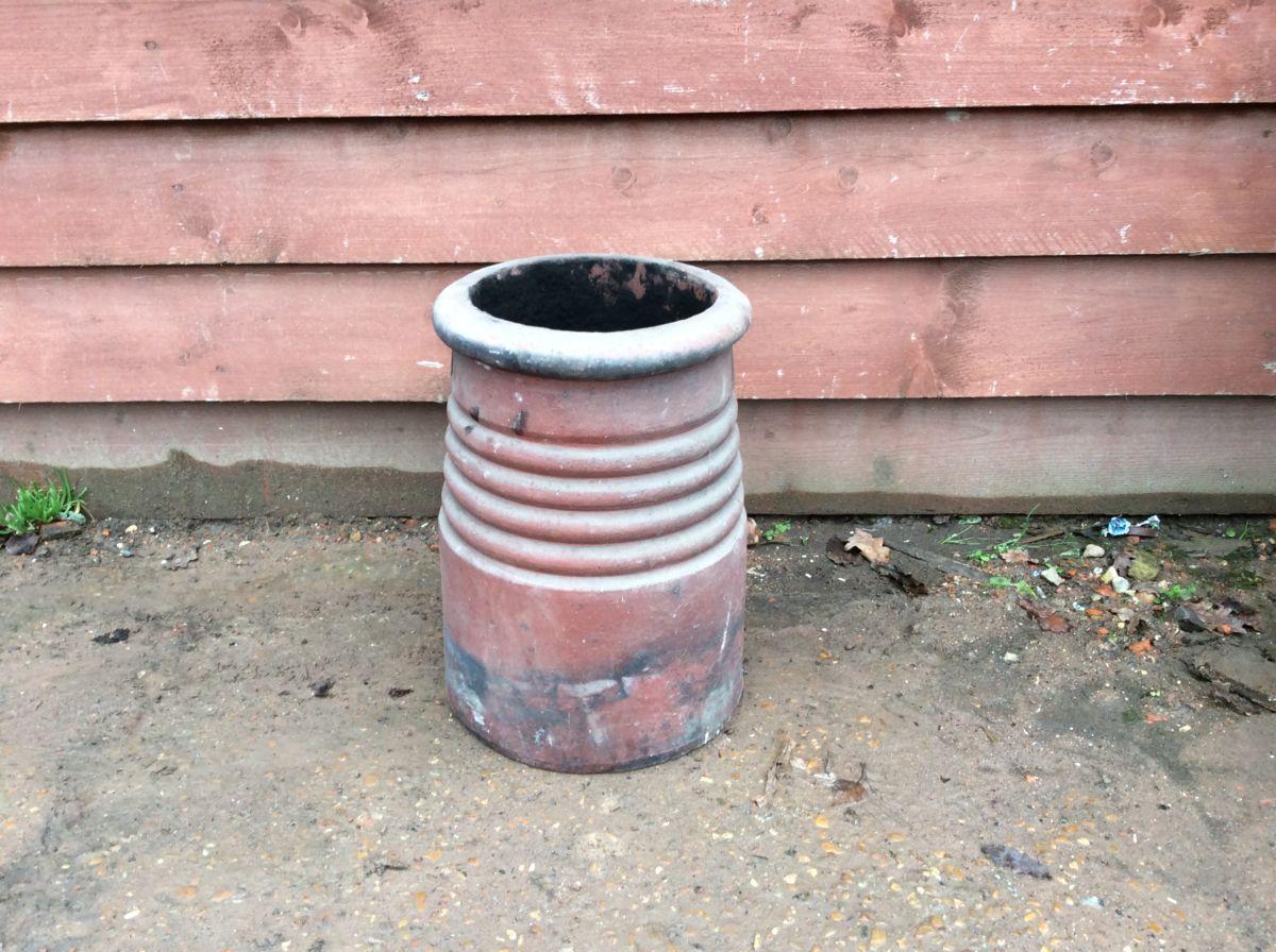 Round Ribbed Chimney Pot