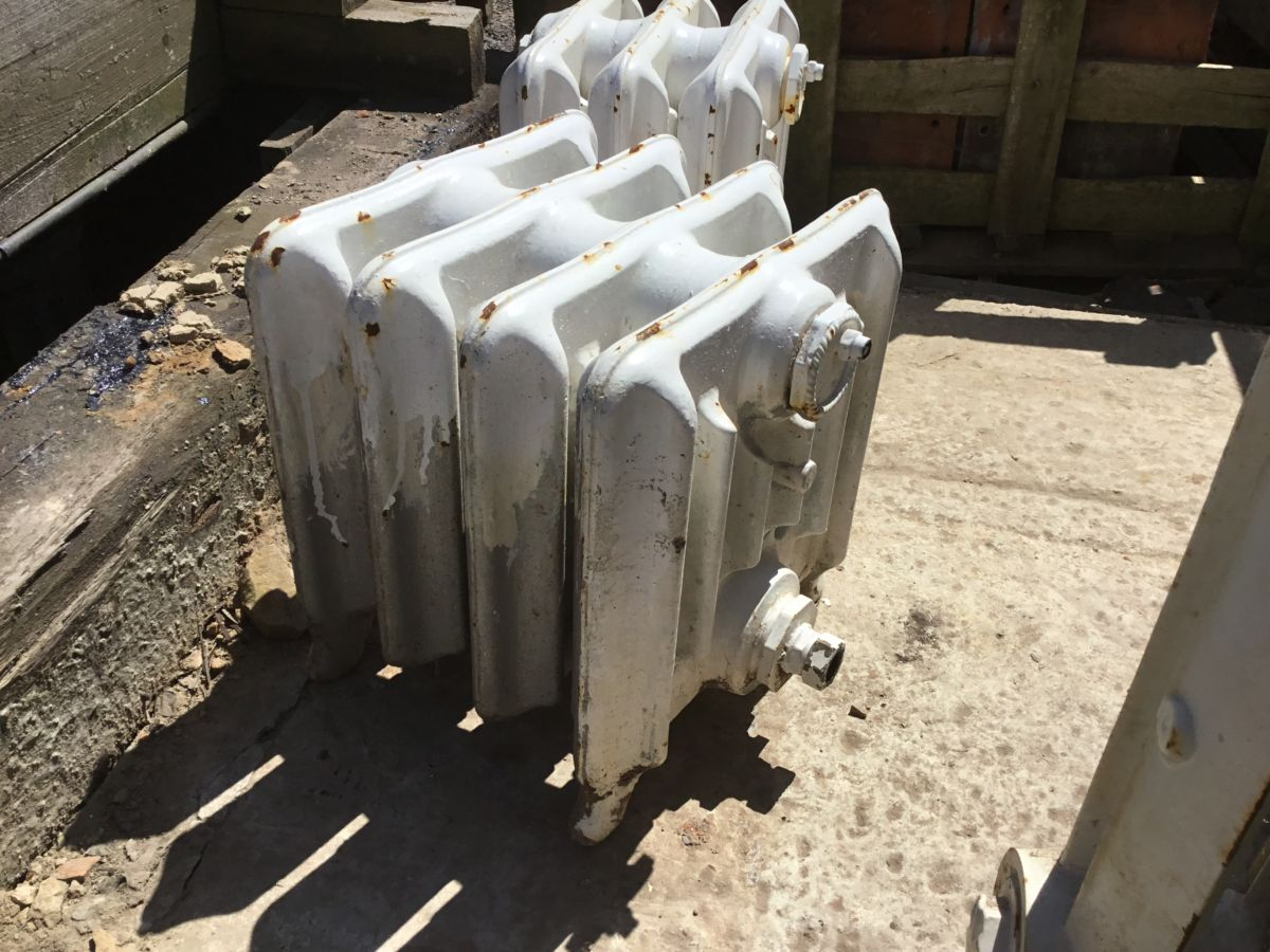 Reclaimed Low Standing Cast Iron Duchess Radiator 4 Sections