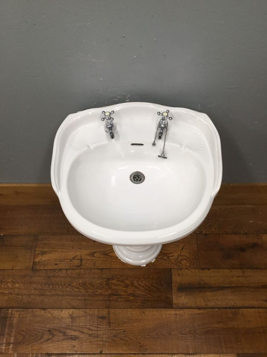 Shell Soap Tray Sink & Pedestal