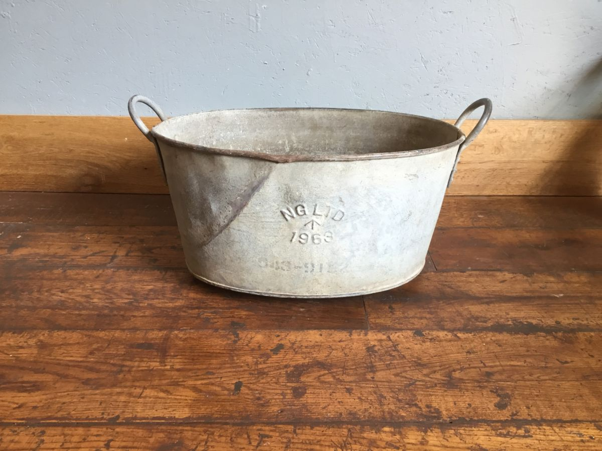 Galvanised Tin Handled Bath Bucket