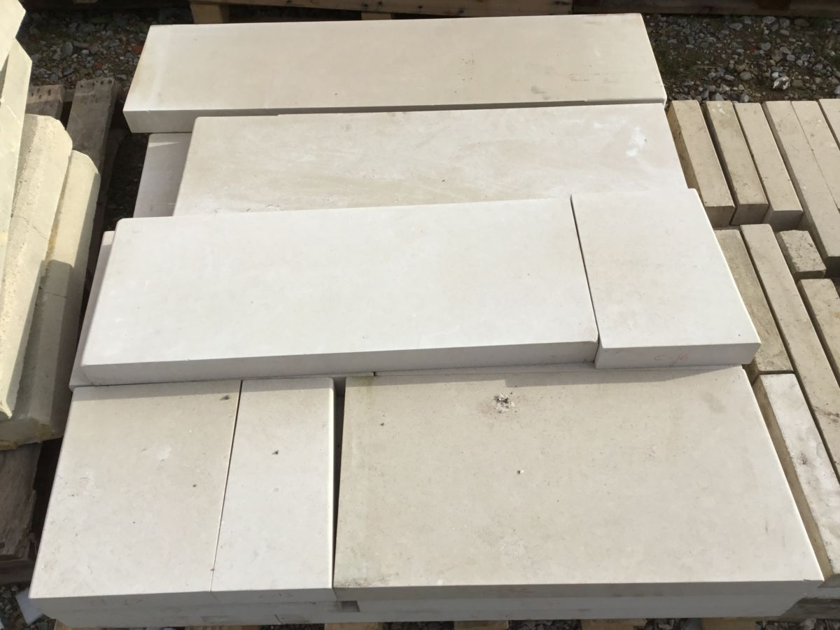 Light Reconstituted Stone Coping