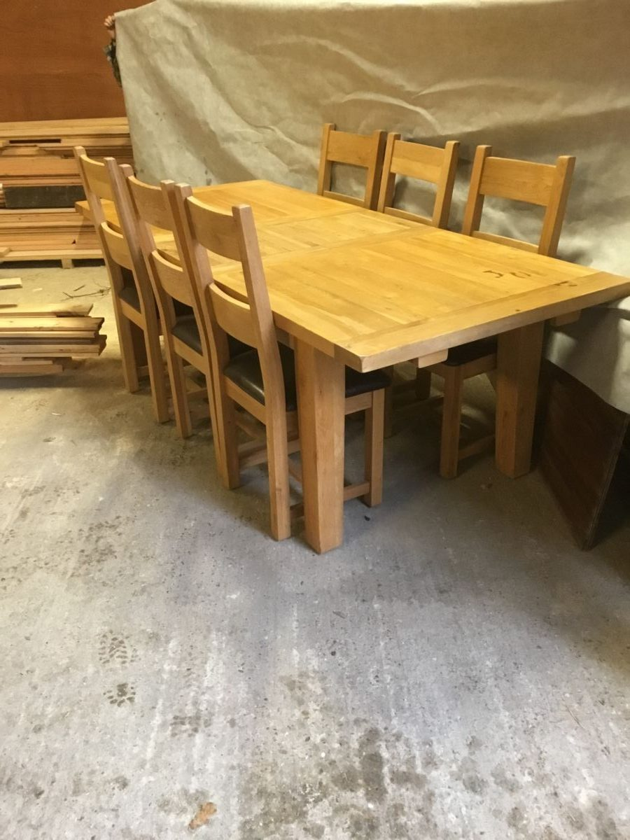 Large Oak Extendable Dinner Table & Six Chairs