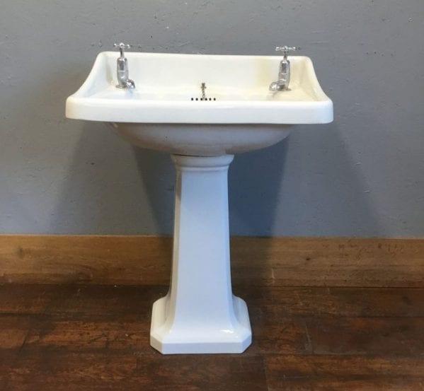Rounded Corner Sink & Pedestal
