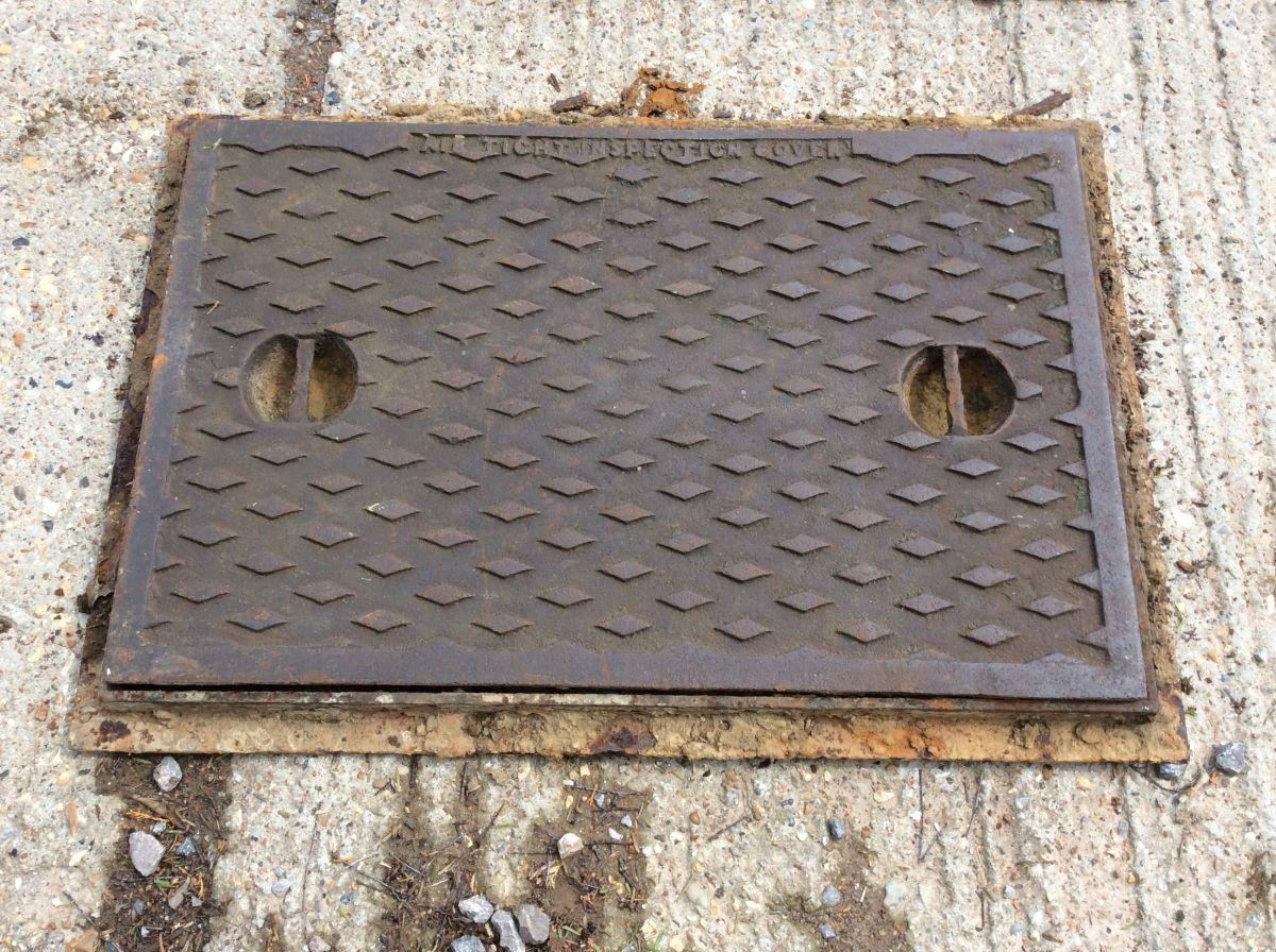XL Man Hole Cover Inc Frame